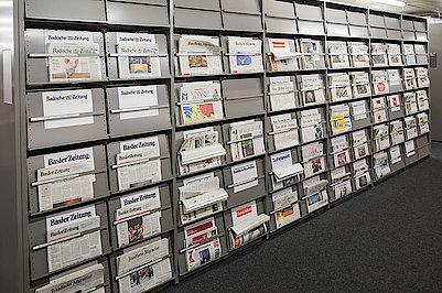 Zeitungsauslage im Lesesaal 1