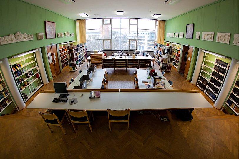Institut für Archäologische Wissenschaften - Abt. Klassische Archäologie - Bibliothek